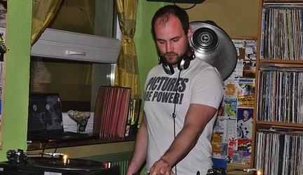 Dj Slavo C v Groteske foto by Jumbo