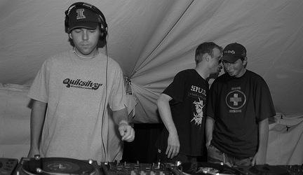Lokal Life 006_FM - DJ Peko, Bendhy a Fractor
