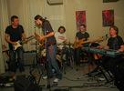 Groovin' Heads je sqelá slovenská inštrumentálna skupina, ktorá pôvodne vznikla ako voľné hudobné združenie okolo hudobníkov z východného Slovenska, hrajúcich na dychové hudobné nástroje.Ich niekoľkonásobným koncertom vo Wave to opäť potvrdili!