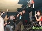 Nech sa páči, fotoreport z koncertu Smoly a Hrušiek v kežmarskom alternatívnom priestore zo dňa 26.12.2008. Punk-rocková predkapela FrutiTutiPinter zo Spišskej Novej Vsi publikum zahriala pred SKA-punkovou tancovačkou. Yahve sound system nedorazil, ale zábava pokračovala do rána aj bez nich. Fotila Ewka.