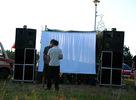 Electronic open air festival Roots of Sound sa už po tretí krát predviedol v plnej paráde. Slnečné lúče oblizovali areál a vysmiate tváre party people. Mesiac rozkvitol na oblohe a tela zacali vibrovat v opojnom prúde divokej hudby. Na dvoch stage-och zazneli mená ako Click Joe, Creaky frezer, Machine Funck, Monotype, Daho vs. Ginger, Revolution of sound, Hanzal vs. Chito, Deus ex machina, Murte..