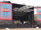 Prinášame vám prvé fotky z tohtoročného Sziget festivalu. Najväčšieho hudobného festivalu v strednej europe, ktorý tento rok počas šiestich dní prilákal rekordných 385 tisíc navštevnikov. V tejto galerii nájdete umelcov ako Jamiroquai či Kaiser Chiefs.