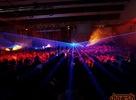 """Prinášame Vám fotky z Tiesto Cee Tour 2005 v ExPo Incheba Arene, popri boku DJa Tiesta zahrali aj mená ako Schimek,  Tomáš Haverlík, Le Blanc, Corvin Dalek, Chriss, Little Loui, Cocodrilz a Sax ' n ' Jay and Miro Di Nero. Fotky sú prevažne """"lejzríkové"""" ... V ďalšej sérii fotiek sa fotoreportér dúfam dostal bližšie. Report od mattonik-a z Tiesto Cee Tour 2005 nájdete <a href=""""http://www.drom.sk/reporty/tiesto-expo-incheba-2005"""" alt=""""Report z Tiesta 2005 od mattonik-a"""">tu</a>. <a href=""""index.php?url=fotky&sub=galeria&id=1000"""">Druhú sériu fotiek</a> od hyri-ho nájdete <a href=""""index.php?url=fotky&sub=galeria&id=1000"""">tu</a>."""