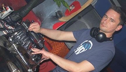 MP3: Dj Pete Loop - Groove it on 2010