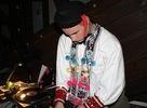 DJ Facet produkuje ako AM Looking. Track Protocol naznačuje jeho hudobný smer.